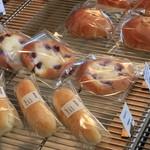 ユヌクレ - ミルクバー&ブルーベリーとサワークリームのブリオッシュ