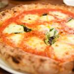 ナポリピッツァ エッセドゥエ - トマトソースが濃厚なマルゲリータ