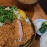 丸一 - 大とんかつ定食(1,900円)