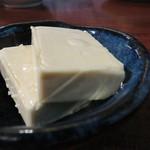 土竜が俺を呼んでいる - 出汁醤油漬けチーズ。 少しの量でも十分の旨みがあって、ちびちびつまむお酒のあてにぴったりです。