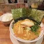 Yokohamaramenouka - 醤油ラーメン(\650)と小ライス(\100)