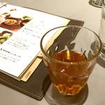 45253476 - お白湯と一緒に出される林檎黒酢