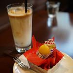 45254881 - アイスカフェラテ & 紫芋のモンブラン