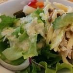 ルコネッサン - グリーンサラダとパスタサラダとピクルス