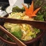 45258756 - あんなに食べたのにカレーの食べ放題へ笑                       サラダはチーズやエビも入ってて美味しい!