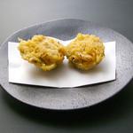 天ぷら新宿つな八 - 蛤の姿揚げ