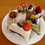 菓子工房 もみの木 - ケーキの数々(1段目左から6個目まで)