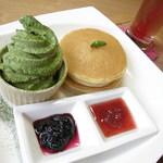 田舎家 - パンケーキ&抹茶ソフトプレート856円