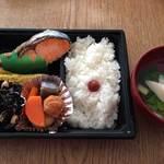 こぶしや - 料理写真:コストパフォーマンス最高の鮭弁当