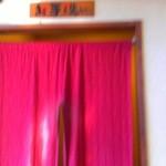 ラーメン 大和 - 店内奥のトイレ(右に男性用、左に女性用)
