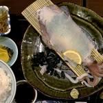 石蔵 福岡朝日ビル店 - ご飯・小鉢・味噌汁付き。                             小鉢は、ごぼうのきんぴらでした。
