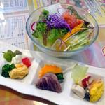 イタリアン厨房 マデーニ - 新鮮!もりもり野菜のサラダ&特選具材の前菜盛合せ