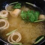 うま味処 つるき屋 - うま味処 つるき屋 @本蓮沼 ランチに添えられる麩と三つ葉のあっちっち味噌汁