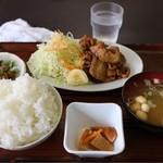 秋北食堂 - 生姜焼き定食(650円)ととりもつ小(150円)