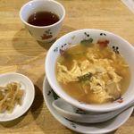 駱駝 - ランチのスープとザーサイ