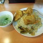 ラーメン新世 - ...「チキンチャーハン(769円)+大盛(204円)+スープ(28円)」、名物?至って普通。。