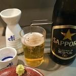 45288915 - 日本酒(一合)サッポロ黒ラベル 同時進行(^Q^)V