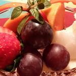 Bar&Dining T BAR - パーティコースの〆は季節のフルーツで