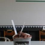 45291463 - ジェラートカップ(うなぎ&チョコレート) ¥350(税込) うなぎ→白 チョコレート→茶色