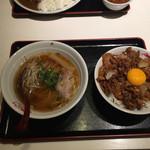 紅宝石 - 肉飯セット 肉飯とラーメン
