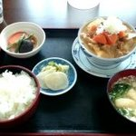 みのり食堂 - ★2015/10/31 12:10訪問 モツ煮定食¥900