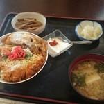 みのり食堂 - 2015/11/28 12:10訪問 かつ丼