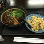 上海謝謝 - 角煮ラーメンと半チャーハンセット