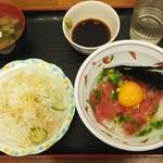 四つ葉 - 本日のセレクト(まぐろたたき丼)サラダ一皿と味噌汁付