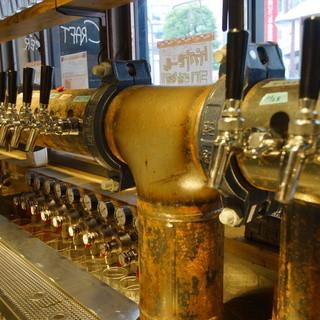 常備30種ほどの国内外のクラフトビール!