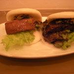銀座 City Noodle 本丸亭 - 角煮高菜バーガー(\250)