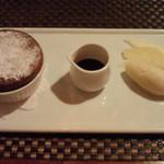 グランジュテ - カシスと洋梨のスフレ
