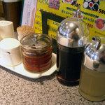 焼肉 トトリ - 「トトリ」卓上の調味料