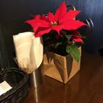 トラットリア シェ ラパン - ポインセチア。クリスマスが近いんだなぁと感じますね