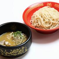 博多一幸舎 - 鶏と魚介の旨みたっぷり。自家製中太麺との絡みも良い。