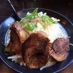 45327302 - 濃厚豚骨塩ラーメン、細麺で(830円)