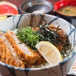 とんかつ・豚肉料理 こぶたや - お肉が選べるどんぶりメニューは900円~(写真は塩かつ丼)