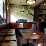 カフェレスト マハロ - 店内(明るく落ち着けます)