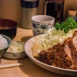 丸一 - 極上ロースかつ定食(2,500円)