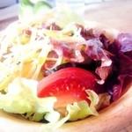 45337976 - セットのサラダ。自家製と思われるフレンチドレッシングが美味しい!