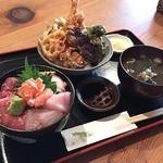 高半 - 海鮮丼(小)と天丼(小)のセット、1400円。