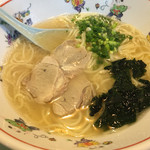 餃子会館 - もしもしラーメン=500円 スープを見て下さい。