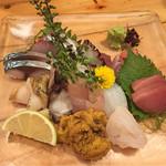 仁 - 8~10点盛り+おまけ(炙り金目、甲イカ、炙り鰆、〆サバ、あま鯛の昆布締め、白海老、ウニ、ヒラマサ、タコ、中トロ、赤身、つぶ貝)
