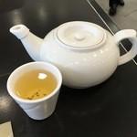 百樂潮州酒家 - 欧州帰り、お茶を頂くとホッとしますw