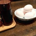 居食処 まんなか屋 - 卓上の生卵