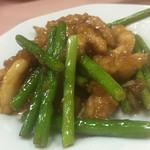 東菜館純ちゃん - 豚肉とニンニクの茎炒め