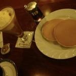 珈琲館 くすの樹 - ホットケーキ(プレーン)、アイスティフロート