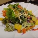 海浜館 - ゆで栗と葉わさびのサラダ(650円)・・お野菜たっぷりのボリュームある品。