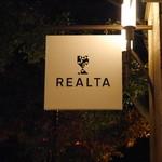 レアルタ - 夜・看板