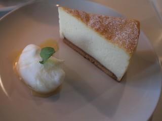 D&DEPARTMENT SHIZUOKA  by TAITA  - ベイクドチーズケーキ