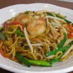 餃子の花家 - 特注の太蒸し麺を使用 海鮮、豚肉、野菜をオイスターソース味でまとめた上海焼きそば   ディナー限定